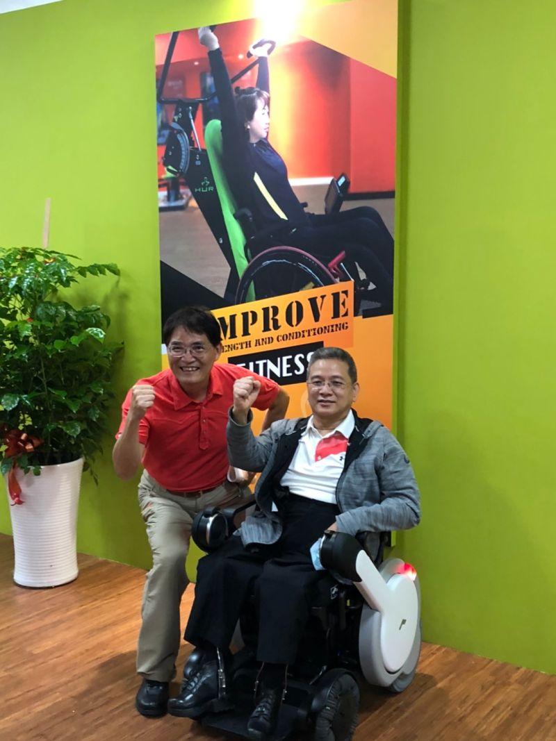 ▲中華民國輪椅夢公園推動聯盟副會長周國政與前體育署署長高俊雄(左)合影。(圖/官方提供)