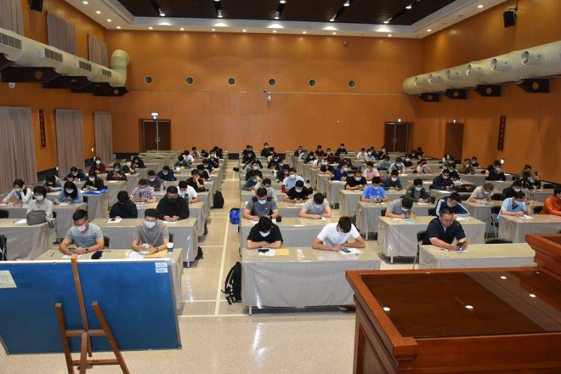臺中市警察局今派捕102位新生力軍