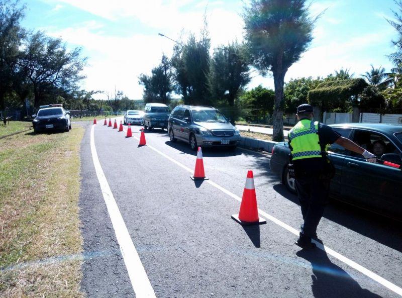 ▲依車流狀況彈性運用號誌長綠、減少號誌時相、管制停車及採用替代道路。(圖/恆春警分局提供,