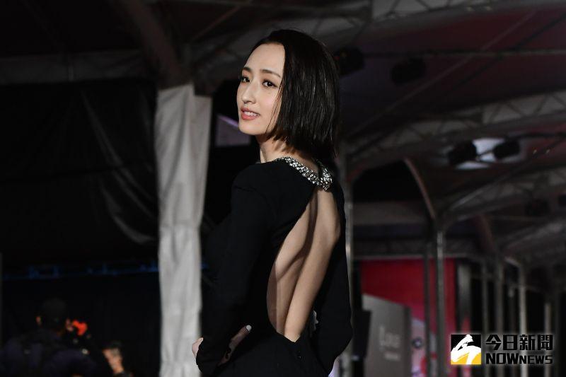 ▲柯佳嬿出席金鐘55星光大道。(圖/NOWnews影像中心攝