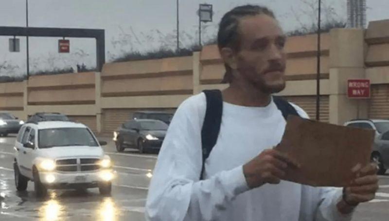 Delonte West在街頭乞討的照片