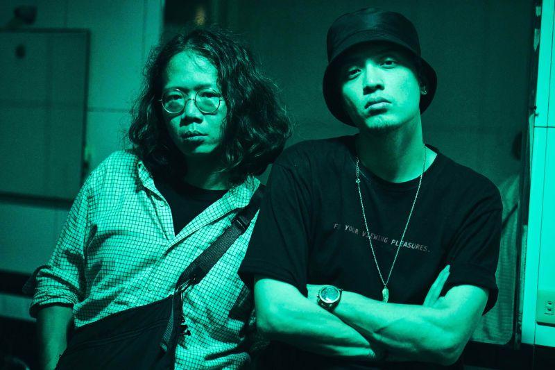 ▲J.Sheon(右)執導張伍的MV,充滿恐怖片的氛圍,讓人害怕。(圖/Robokatz提供)