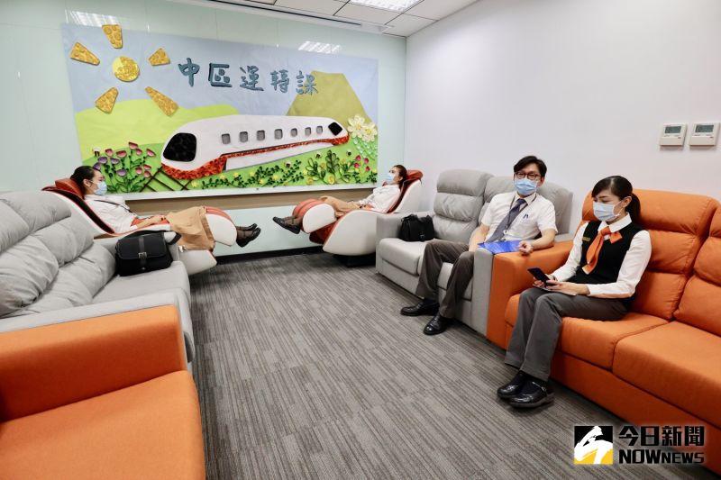 ▲休息區內的按摩椅相當受到員工歡迎,可以在服勤後可以適當放鬆。(圖/記者陳致宇攝)