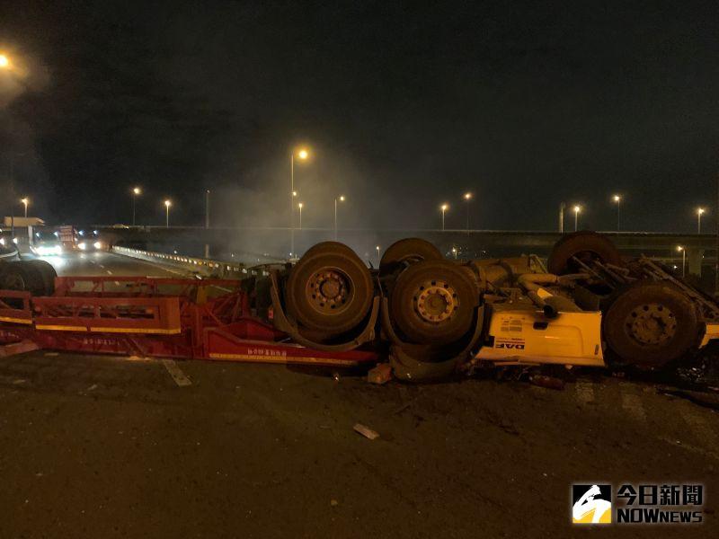 國道1號凌晨休旅車翻覆 4死2輕重傷