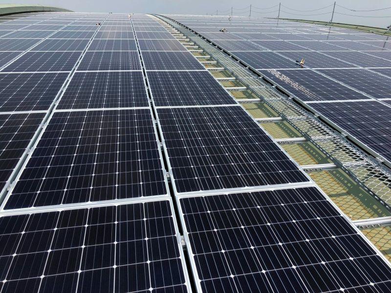 ▲台鐵高雄機廠(潮州新廠)屋頂規畫設置太陽光電發電設備,預估每年平均發電量將至少可達 537 萬 5,000 度。(圖/台鐵)