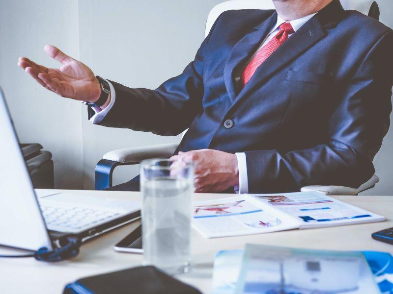 ▲公司規定,如果有同事結婚,不管認不認識,都要給紅包,違規還會被罰3千元。(示意圖/翻攝自《pexels》 )