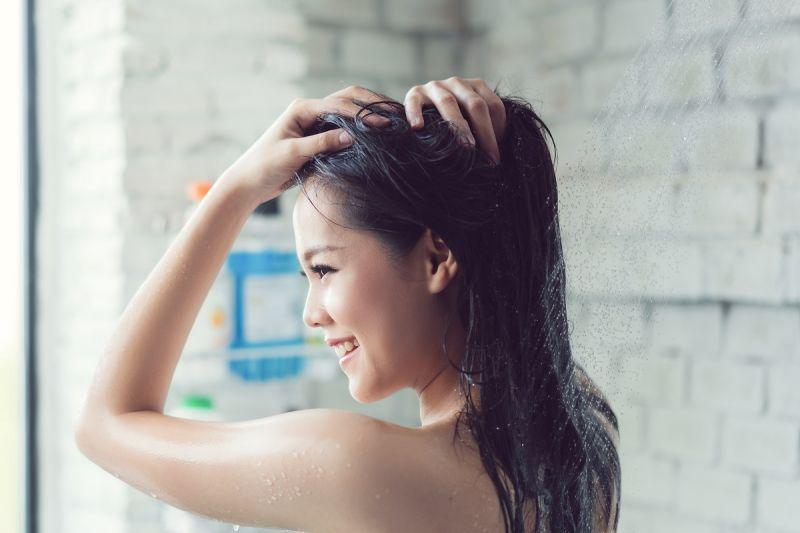▲沐浴商品調查購買行為,發現民眾並沒有特別的品牌迷思,更著重的是產品的「效果」、「成分」與「價格」。(圖/shutterstock)