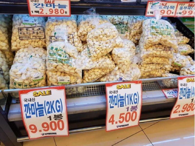 ▲女網友在韓國超市所拍攝的蒜頭照片。(圖/翻攝自《爆怨公社》)