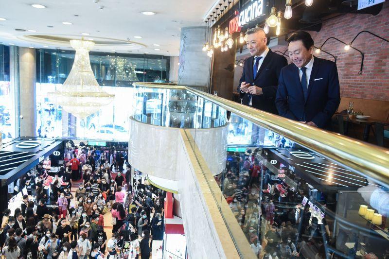 百貨景氣指標周年慶爆人潮 首日6店15億業績可望達標