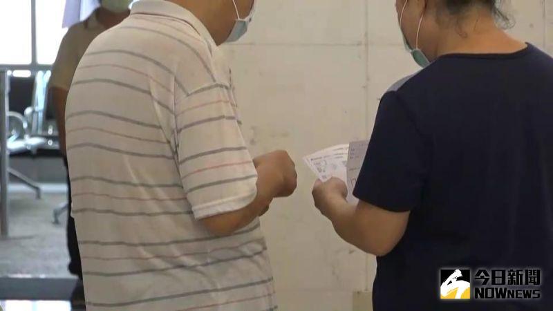 ▲家人要叮囑用藥,多加關心陪伴。(示意圖/記者陳雅芳攝,2020.10.02)