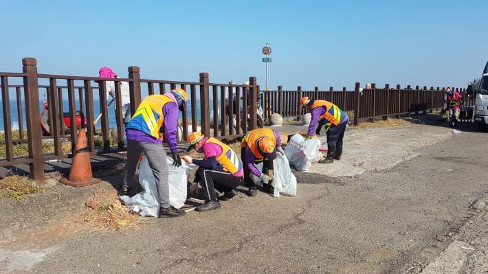 中秋夜炮屑垃圾一片狼藉 南市環保局動員近百人恢復整潔