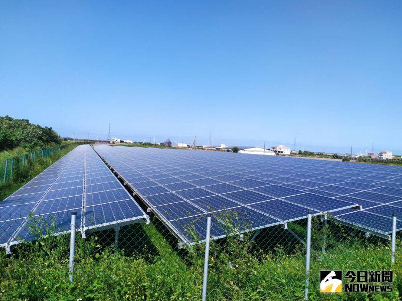▲全國首件農地整治併行光電設置的案場,面積約0.5公頃,目前已成功併聯發電。(圖/記者葉靜美攝,2020.10.05)