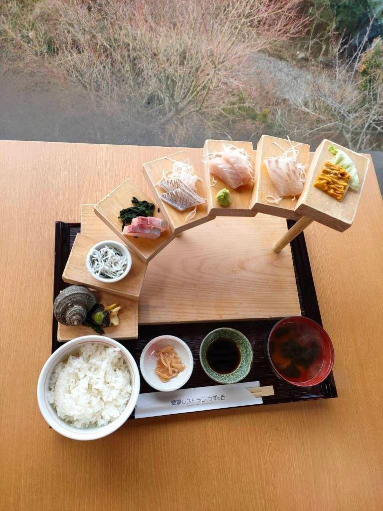 ▲淡路島捕獲的新鮮海鮮所做成經典菜餚。(
