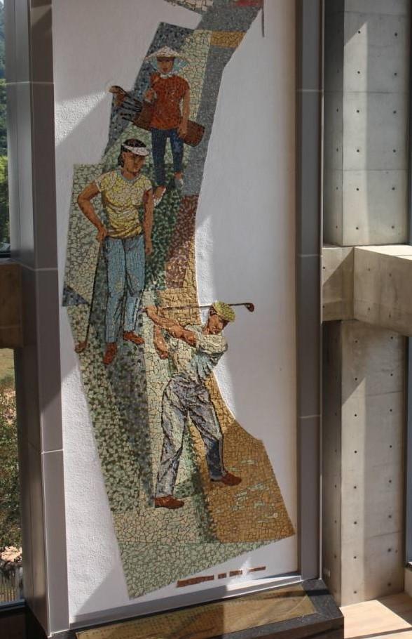 ▲即將於國慶日啟用的豐原高爾夫球場新會館,最大亮點是國寶級藝術家顏水龍馬賽克鑲崁壁畫「高爾夫揮桿圖」,成鎮館之寶。(圖/業者提供)