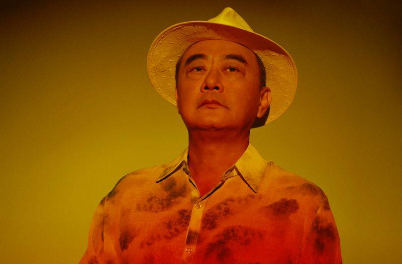 <b>陳昇</b>裸躺海灘 宣布跨年演唱會不缺席