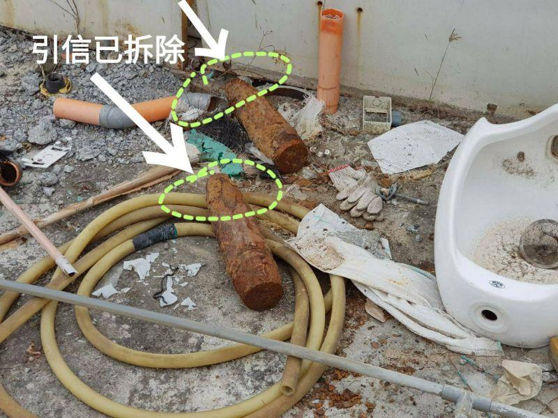 ▲▲高雄鳳山火車站旁空地發現2顆105榴彈未爆彈。(圖/記者郭凱杰翻攝)