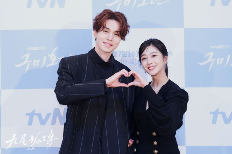 ▲李棟旭(左)是韓劇史上第一位演九尾狐的男生,將跟女主角有甜蜜互動。(圖/愛奇藝海外站)