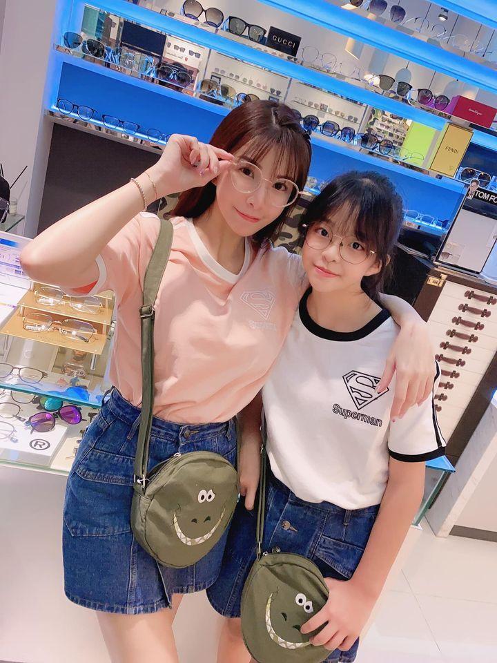 ▲LaLa和愛女萌萌。(圖/LaLa臉書)