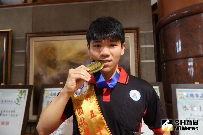 ▲因興趣使然,機械系的林博鴻在鑄造職類勇奪金牌。(圖/記者陳雅芳攝,2020.10.08)