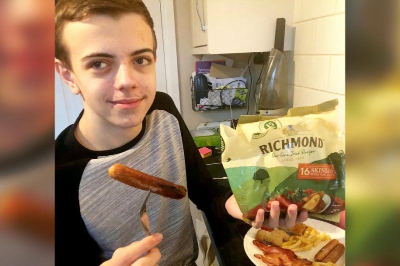 15歲男孩患怪病「只肯吃香腸」 專家透過催眠將他治癒
