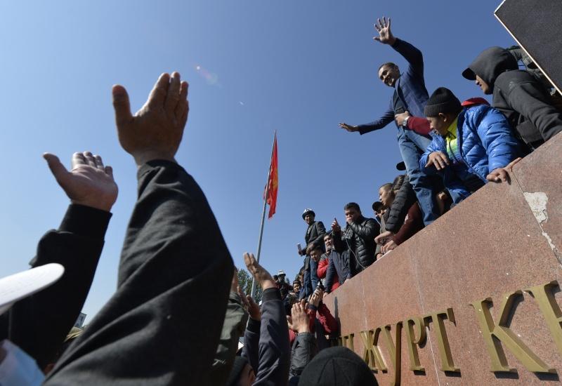 ▲吉爾吉斯近日因民眾質疑選舉不公而引發連串示威。(圖/美聯社/達志影像)