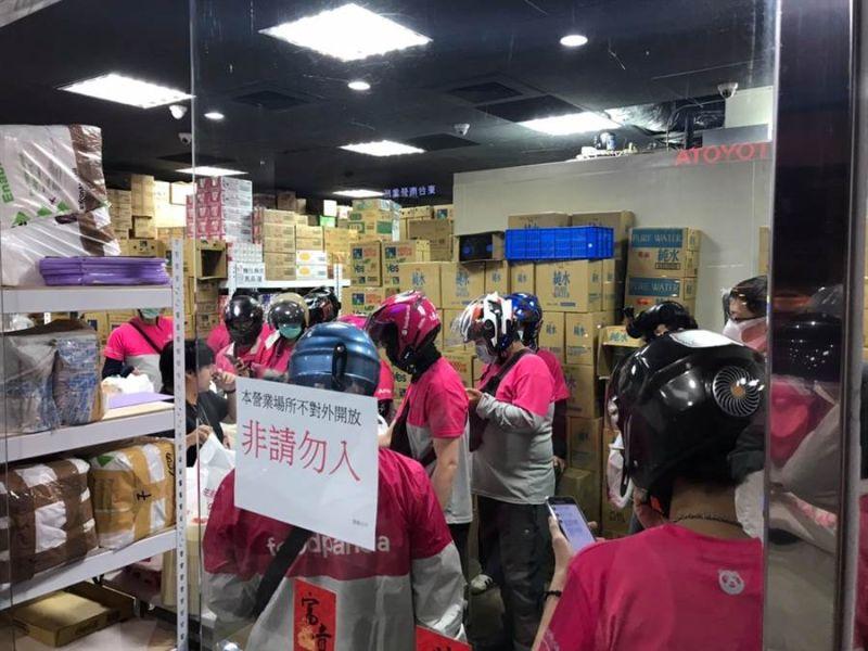 ▲超市員工察覺系統出錯,取消出貨。(圖/翻攝台南爆料公社)