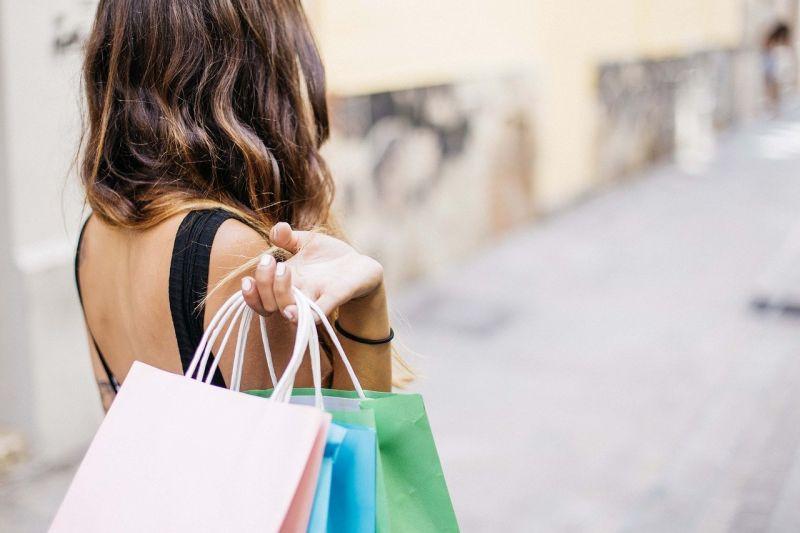 ▲網友們認為「雙方薪水級距」和「結婚前有沒有觀點一致」非常重要,需要好好考慮。(示意圖,圖中人物與本文無關/取自pixabay)