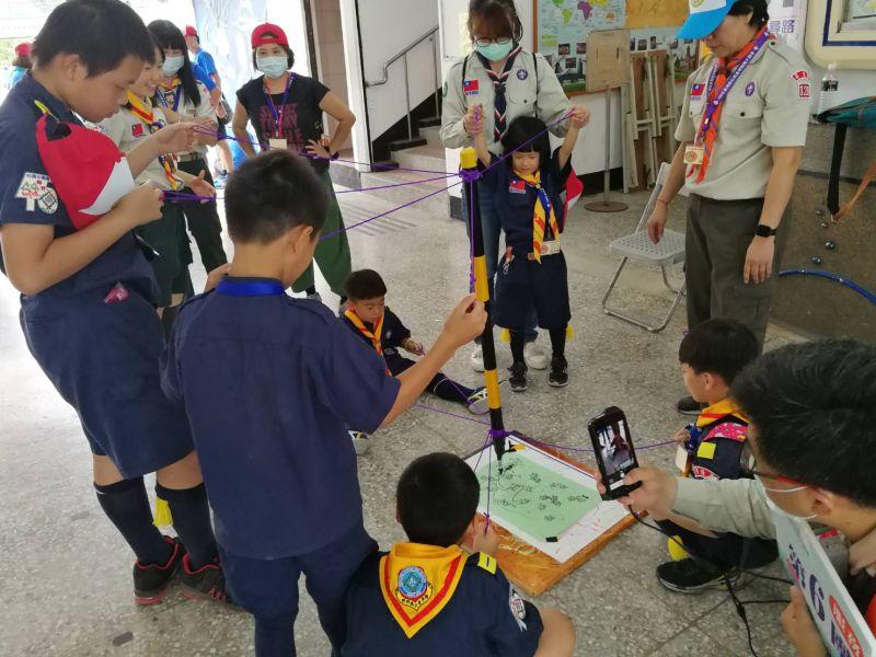 ▲探索遊戲體驗讓來屏東參加大露營的童軍伙伴玩得很開心。(圖/記者黃正忠攝,