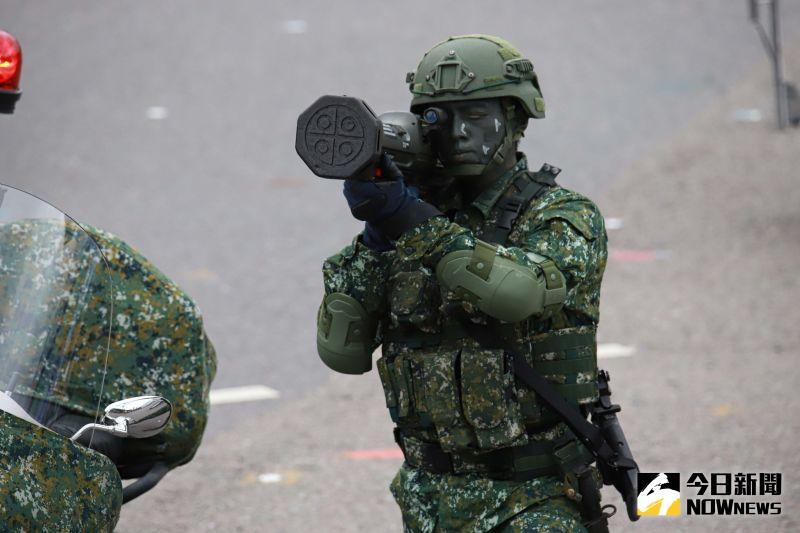 ▲雙十國慶,參演憲兵快反連著戰鬥個裝、紅隼火箭彈亮相。(圖/記者葉政勳2020.10.10)