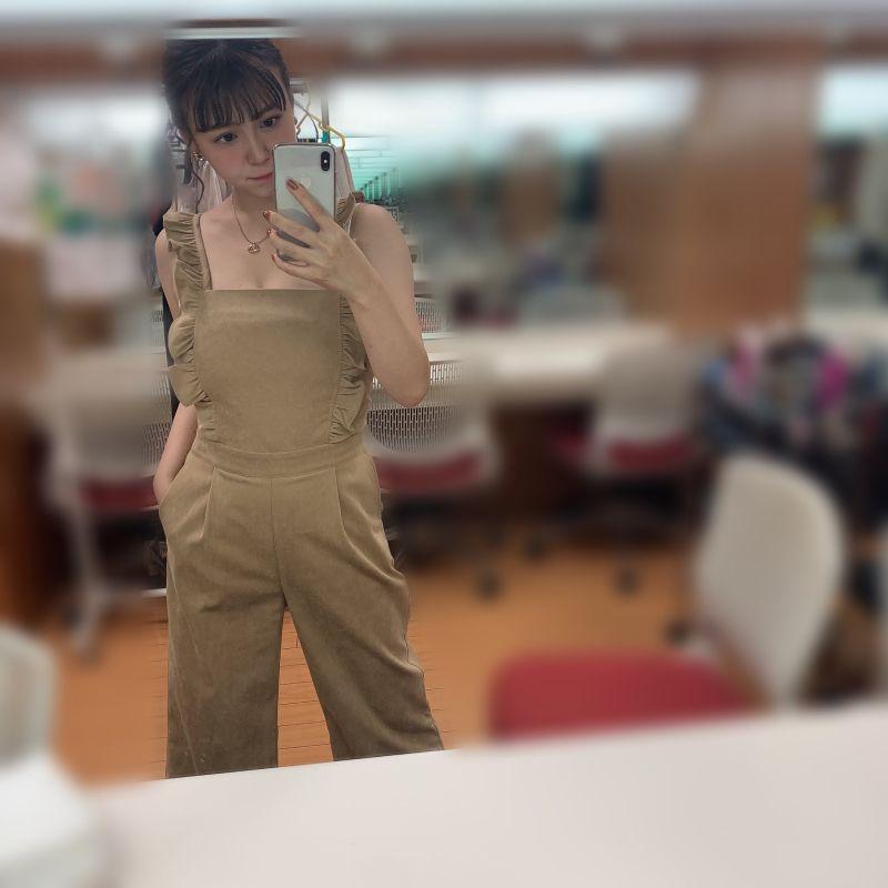 ▲節目在官方推特上分享井口綾子後台照,原來這是與服飾品牌的合作啦。(圖/翻攝自@Business_Click_的推特)