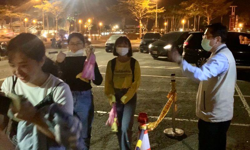 國慶焰火50萬人潮擠爆台南 黃偉哲督軍交通疏運到半夜