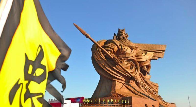 ▲中國住建部通報,湖北省荊州市一座號稱全球最大的關公青銅雕像是「違章建築」。(圖/翻攝自微博)