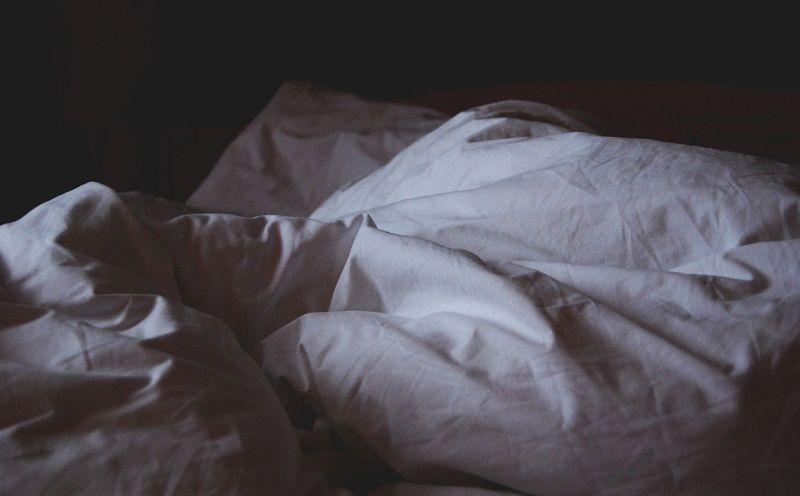 ▲原PO短短一周之內遇到兩次鬼壓床,甚至還經歷「夢中夢」,睡醒後發現窗外的一幕景象,讓他直呼超毛。(示意圖/翻攝自Pixabay)