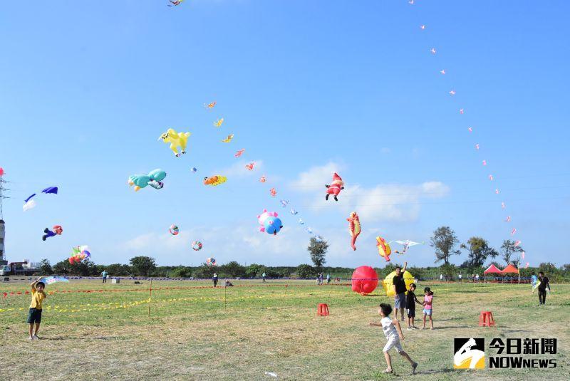 ▲經常利用假日帶小孩去全台各地放風箏,發現二林有風勢大的優點,且施放風箏場地廣且平坦。(圖/記者陳雅芳攝,2020.10.11)