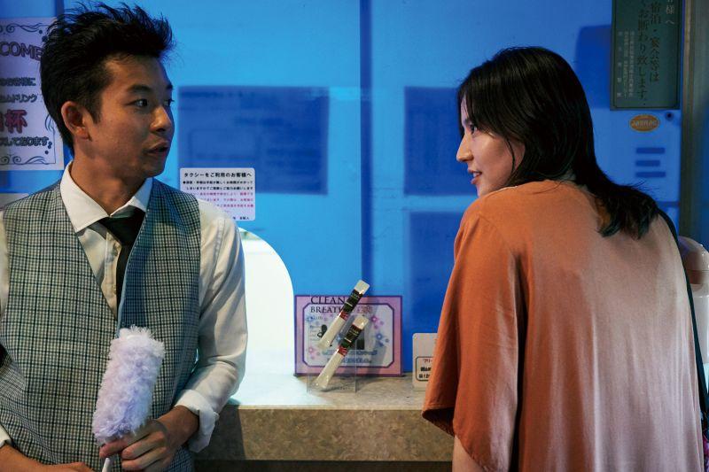 ▲長澤雅美(右)挑戰演出一位墮落放蕩的失職母親。(圖/Netflix)