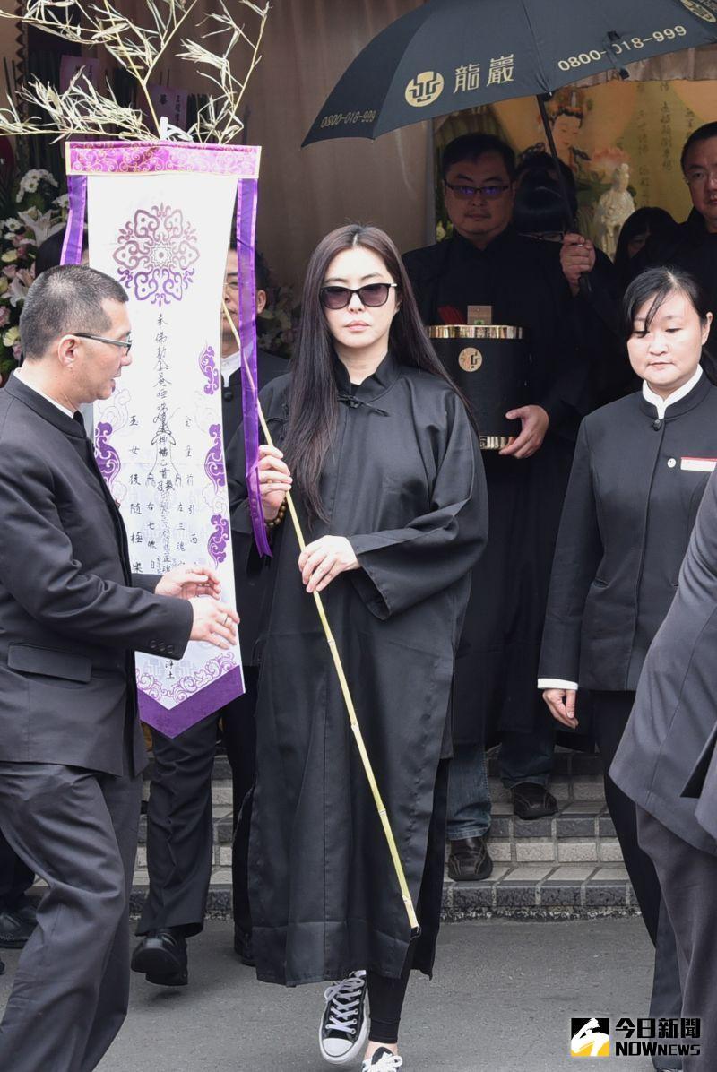 ▲王祖賢2016年12月曾返台參加父親告別式,並短暫受訪。(圖/資料照)