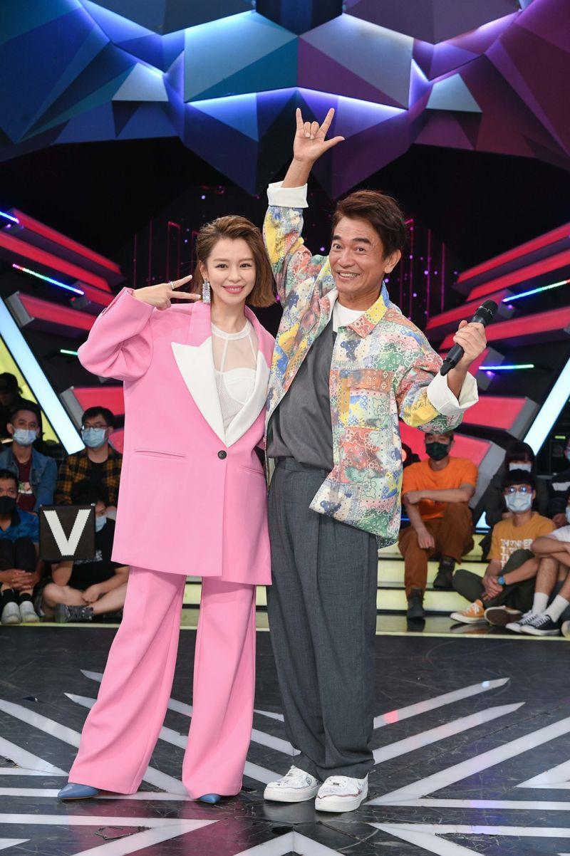 ▲▼徐若瑄(下圖左1)到《綜藝大熱門》作客並宣傳新專輯。(圖/三立提供)
