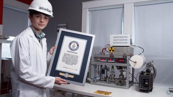 ▲美12歲少年自製核融合破金氏紀錄,台版「台東尼史塔克」也出面回應。(圖/翻攝自推特)