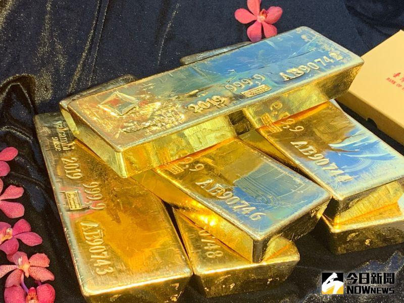 ▲國際金價在2020年至8月大漲42%後,出現大幅修正,但市場仍看好金價,素有「黃金王子」之稱的台灣銀行貴金屬部副理楊天立就預估,年底有機會挑戰2000美元,甚至2200美元的新高。(圖/記者顏真真攝)