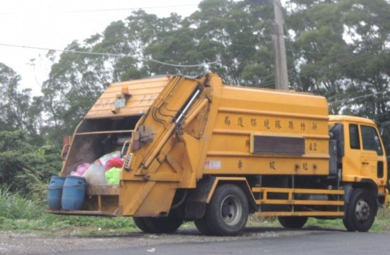 ▲女網友PO出垃圾車照片。(圖/翻攝自《爆廢公社公開版》)
