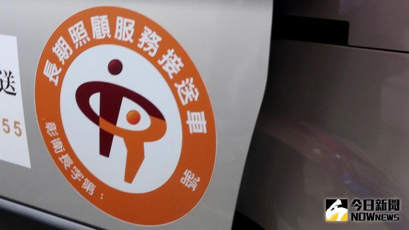 ▲彰化長照專車都有貼明顯的標誌。(圖/記者陳雅芳攝,2020.10.14)