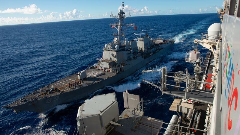 ▲今日有一艘棣屬美國海軍的驅逐艦,今日由南向美經台灣海峽。圖為8月18日通過台灣海峽的美國第7艦隊勃克級導向飛彈驅逐艦馬斯廷號。(圖/翻攝自美國海軍官網)