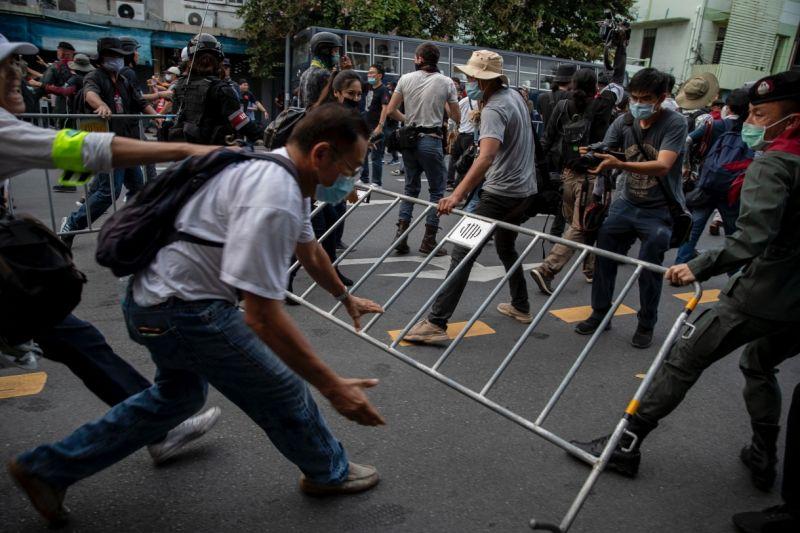 ▲泰國學生反政府抗議浪潮在泰國遍地開花。(圖/美聯社/達志影像)