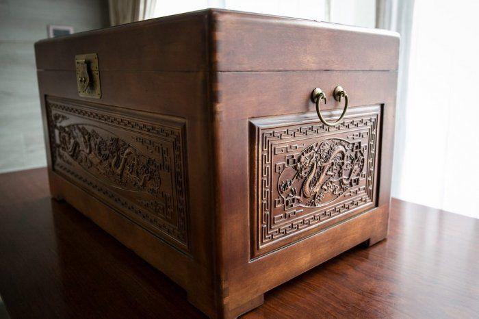 ▲對於爸爸送的「巨型珠寶盒」嫁妝,女網友直呼「這個大驚喜...給我的驚嚇比較多啊!」笑翻不少人。(圖/翻攝自《Dcard》)