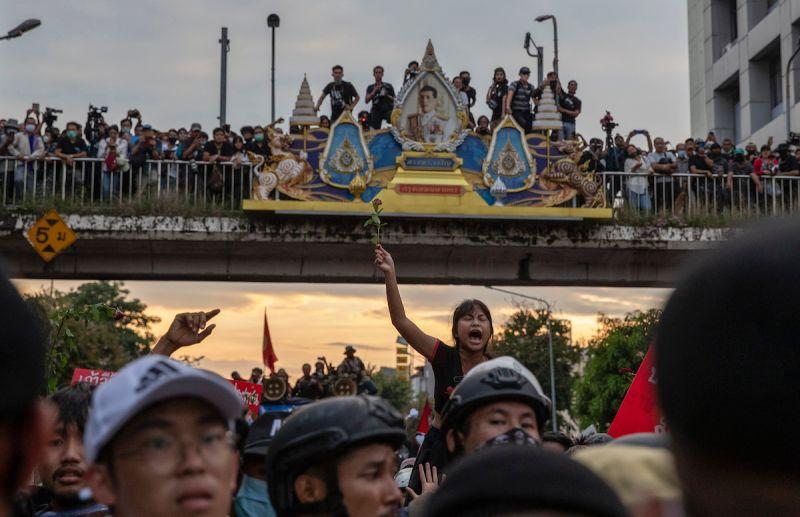 反政府示威升級!泰國政府宣佈曼谷進入「緊急狀態」