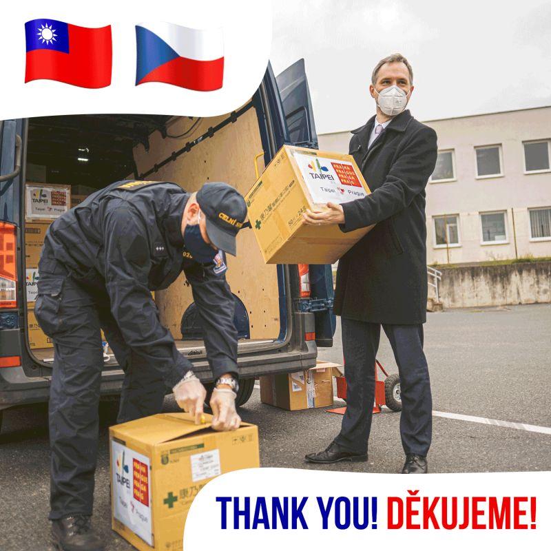 ▲布拉格市長賀瑞普發文感謝台北市贈送口罩。(圖/翻攝自布拉格市長賀瑞普(Zdeněk