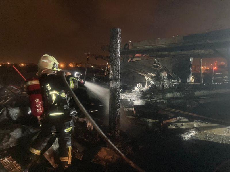 人為縱火?保育志工陳盡川快艇上架遭火燒毀殆盡