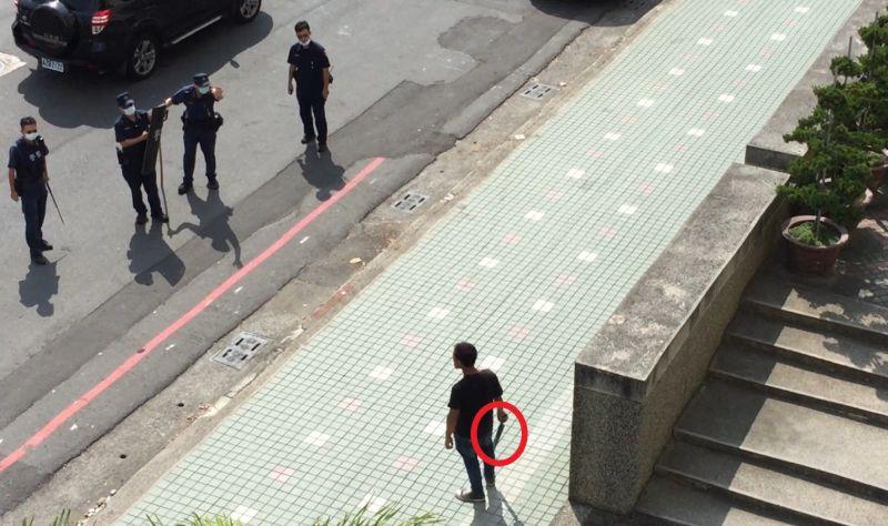 台南一男子持刀找衛生局長官理論 遭強制送醫