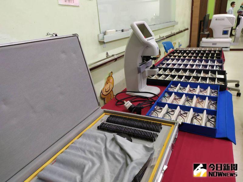 ▲「愛、讓視界無礙」活動,為彰化縣境內117位家境清寒的國中學生,提供免費更換鏡框鏡片的機會。(圖/記者葉靜美攝,2020.10.16)