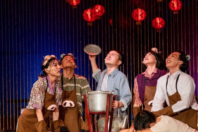 劇場共融/用看的台語老歌 情境字幕使聾人也能「聽」見
